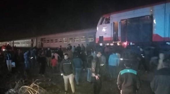 عربات القطار خارج مسارها بالقرب من محطة منيا القمح (اليوم السابع)