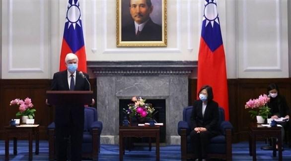 دود متحدثاً إلى جانب رئيسة تايوان (غيتي)