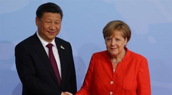المستشار الألمانية ميركل والرئيس الصيني شي غين بينغ (أرشيف)