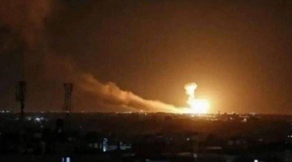 الدخان يتصاعد في مطار أربيل بعد الهجوم (تويتر)