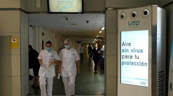 عاملان صحيان في إحدى مستشفيات إسبانيا (أرشيف)
