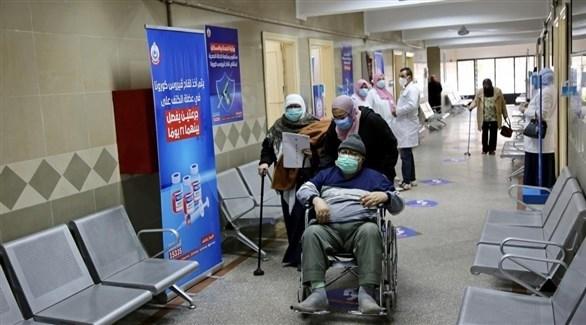 مركز لتقديم اللقاحات المضادة لكورونا في مصر (أ ف ب)