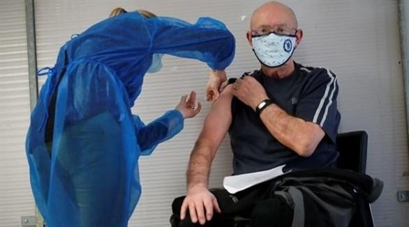 مواطن فرنسي يتلقى اللقاح ضد كورونا (أرشيف)