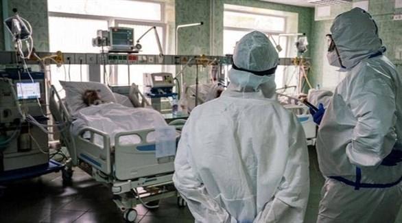 مريض يتلقى العلاج من فيروس كورونا في مستشفى بروسيا (أرشيف)