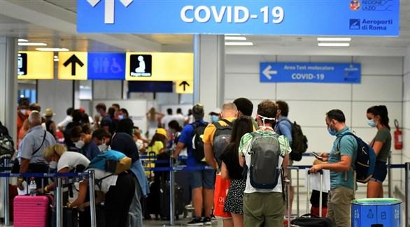 مسافرون في مطار فيوميتشينو الإيطالي (أرشيف)