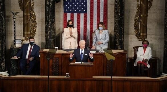 بايدن متحدثاً من داخل الكونغرس (غيتي)