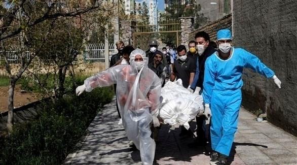 إيرانيون يشيعون مصاب كورونا إلى المقبرة (أرشيف)