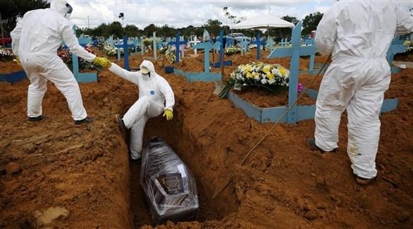 مقبرة لدفن ضحايا كورونا في البرازيل (أرشيف)