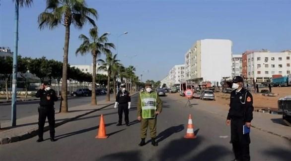 رجال شرطة في المغرب خلال تطبيق للإغلاق (أرشيف)