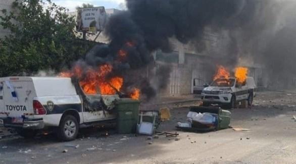 إحراق سيارات للشرطة الإسرائيلية في بلدة كفر قاسم (تويتر)