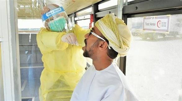 عمان يخضع لكشف كورونا في مركز صحي (أرشيف)