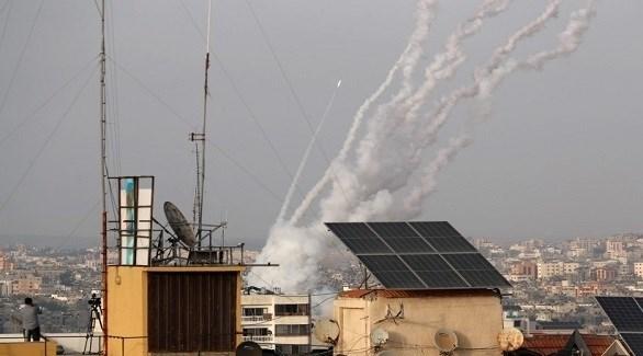سقوط قذيفة على حي سكني في تل أبيب (رويترز)