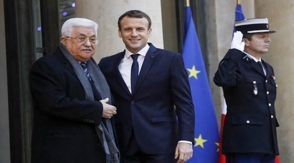 الرئيسان الفرنسي إيمانويل ماكرون والفلسطيني محمود عباس (أرشيف)