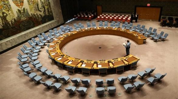 موظف في قاعة اجتماعات مجلس الأمن الخاوية (أرشيف)