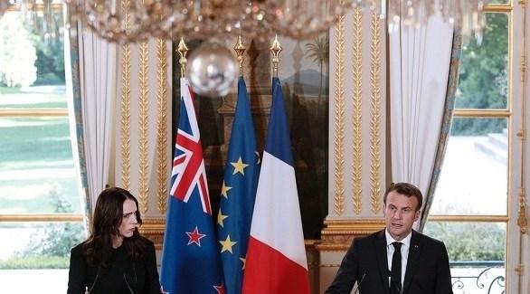 الرئيس الفرنسي إيمانويل ماكرون ورئيسة وزراء نيوزيلندا جاسيندا أرديرن (أرشيف)