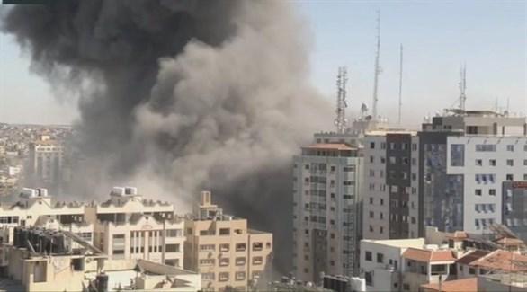 صورة متداولة لبرج الجلاء الذي تم تدميره في قطاع غزة (تويتر)