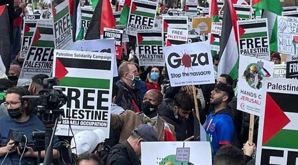 مسيرة احتجاجية في لندن احتجاجاً على القصف الإسرائيلي لغزة (وكالات)