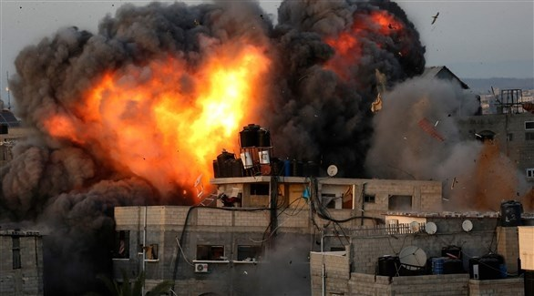 غارة إسرائيلية تستهدف منزلاً  في غزة الأحد (أ ف ب)