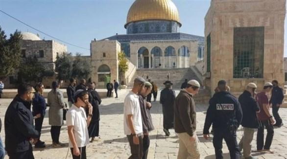 عشرات المستوطنين يقتحمون المسجد الأقصى تحت حماية إسرائيلية