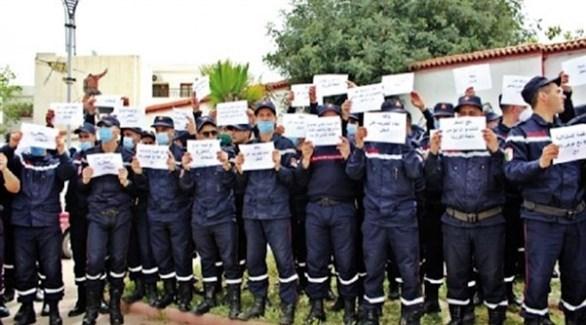 رجال إطفاء جزائريون يتظاهرون ضد الحكومة (أرشيف)