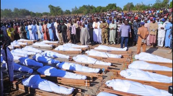 نيجيريون في جنازة سابقة لضحايا هجمات إرهابية في برنو (أرشيف)