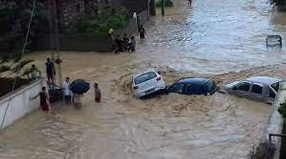 سيول تجرف سيارات في الجزائر (أرشيف)