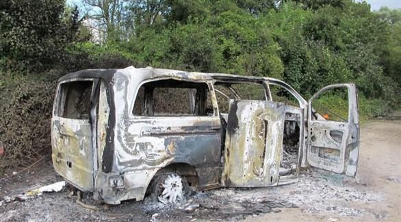 حطام سيارة المرسيدس المسروقة بعد أن أحرقها اللصوص في سان إي مارن شمال باريس (أرشيف)