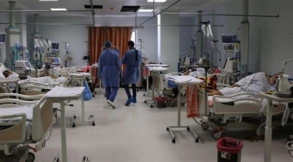 مصابون بكورونا في مستشفى بغزة (أ ف ب)
