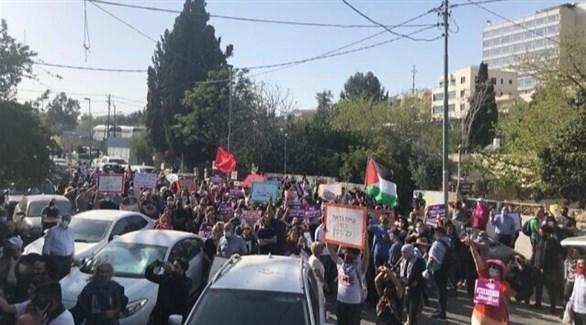 فلسطينيون وإسرائيليون يتظاهرون في الشيخ جراح بالقدس ضد قرار الطرد (تايمز أف إسرائيل)