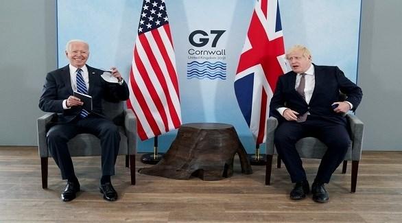 رئيس الوزراء البريطاني بوريس جونسون والرئيس الأمريكي جو بايدن اليوم في كورنويل (تويتر)