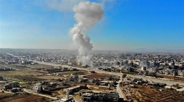تصاعد الدخان جراء غارات سابقة على إدلب (أرشيف)