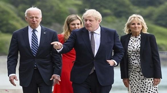 رئيس الوزراء البريطاني بوريس جونسون والرئيس الأمريكي جو بايدن وعقيلتيهما اليوم في كورنوال (تويتر)