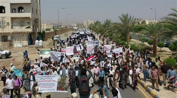 يمنيون يشيعيون الطفلة ليان ضحية القصف الحوثي (تويتر)