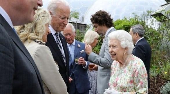 الملكة إليزابيث رفقة الرئيس الأمريكي بايدن وزوجته (أرشيف)