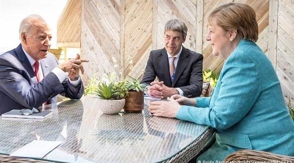 الرئيس الأمريكي بايدن والمستشارة الألمانية ميركل (أرشيف)
