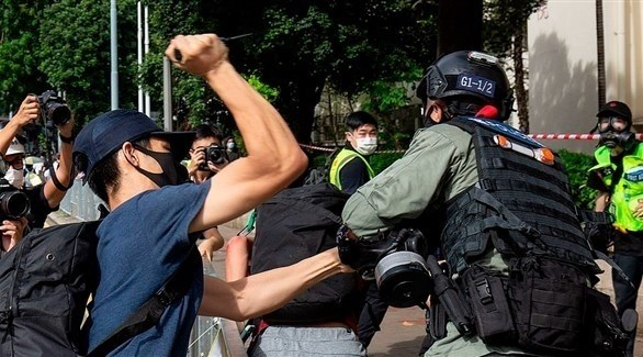اشتباكات بين الشرطة ومتظاهرين في هونغ كونغ (أرشيف)