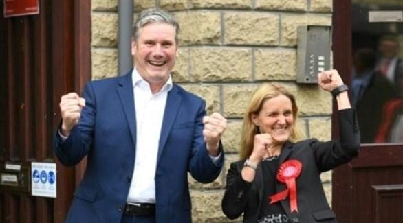 زعيم حزب العمال البريطاني كير ستارمر والنائبة  كيم ليدبيتر  (أ ف ب)