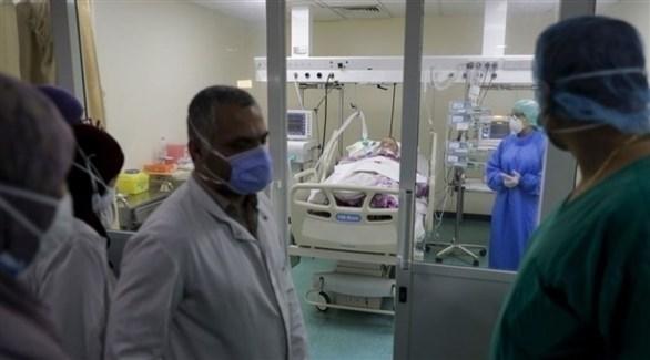 معاينة المرضى المصابين بكورونا في لبنان (أرشيف)