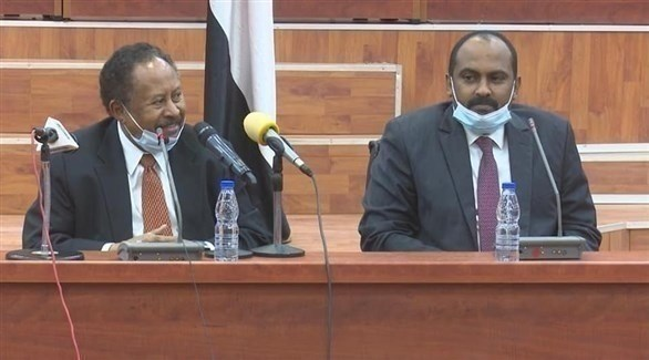 عضو مجلس السيادة محمد الفكي ورئيس الوزراء عبد الله حمدوك في مقر لجنة التفكيك (سونا)