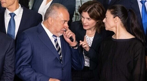 وزير المالية الإسرائيلي ليبرمان ووزيرة حماية البيئة زاندبرغ ووزيرة المواصلات ميخائيلي (أرشيف)
