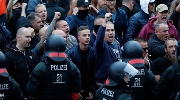 ناشطون من أقصى اليمين الألماني يواجهون الشرطة في تظاهرة سابقة (أرشيف)