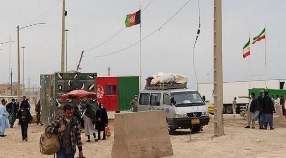 مدنيون أفغان على الحدود الأفغانية الإيرانية بعد هجوم لطالبان (أرشيف)