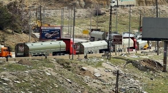 شاحنات صهاريج وقود على الحدود بين لبنان وسوريا (أرشيف)