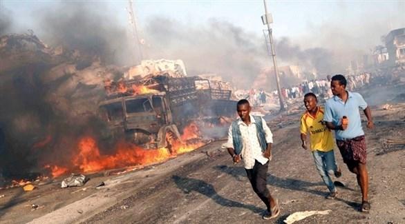 صوماليون في موقع تفجير سابق (أرشيف)