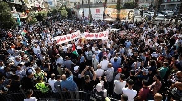 من مظاهرة ضد الرئيس الفلسطيني محمود عباس في رام الله (تويتر)