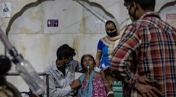مواطنون هنود يتلقون العلاج من فيروس كورونا (أرشيف)