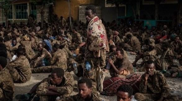 عناصر من الجيش الإثيوبي اعتقلوا خلال معارك مع المتمردين (أ ف ب)