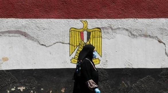 سيدة مصرية ترتدي الكمامة (أرشيف)