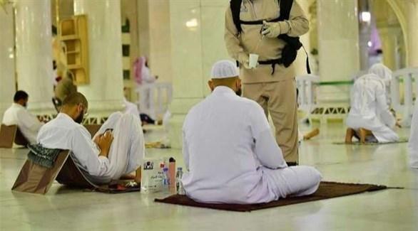 مصلون في المسجد الحرام (أرشيف)