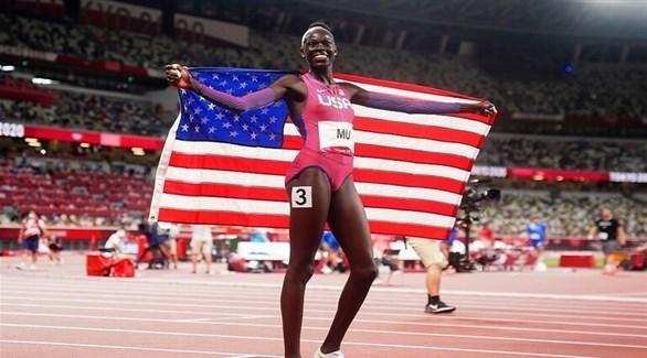 العداءة مو تنهي انتظاراً أمريكياً طويلاً للفوز بذهبية سباق 800 متر
